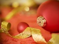 Rouge et ruban doré