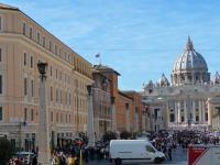 Au loin, le Vatican